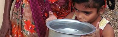 meisje drinkt water